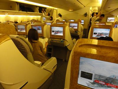 エミレーツ航空ボーイング777-200LRビジネスクラス室内